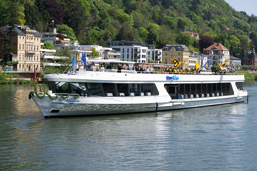 Koenigin-Silvia-Weisse-Flotte-Heidelberg_02